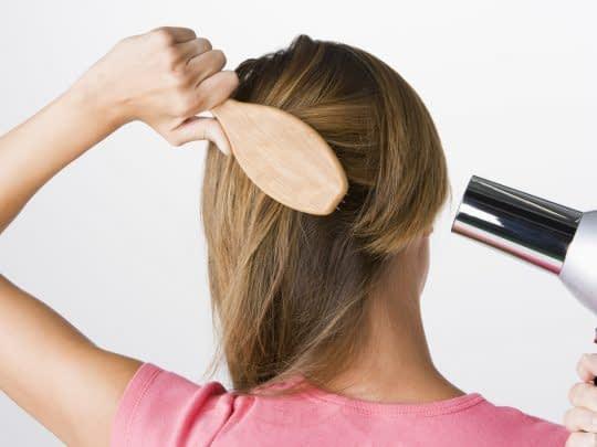 خشک کردن موی رنگ شده و زیبا