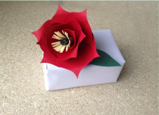 ساخت گلهای کاغذی برای تزیین کادو