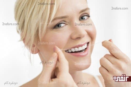 شکل درست استفاده از نخ دندان