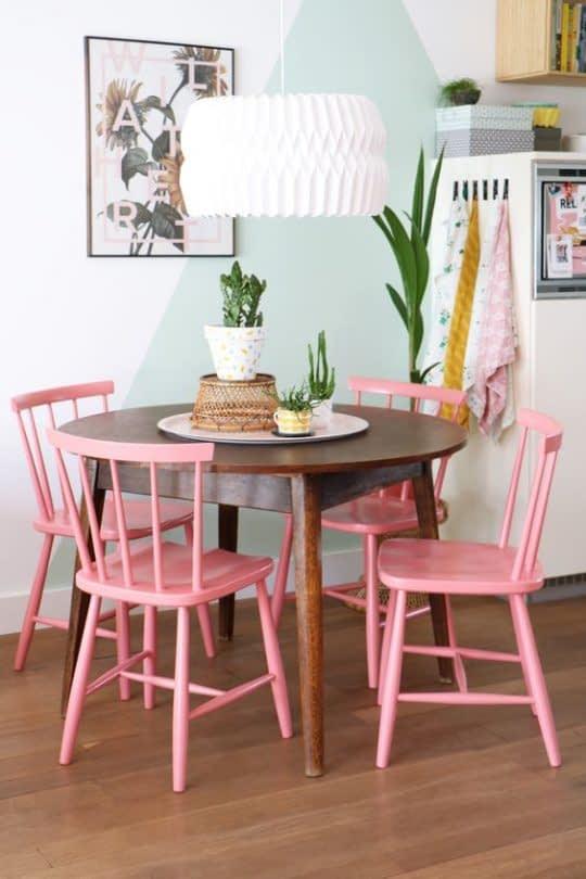 صندلی های صورتی میز غذاخوری
