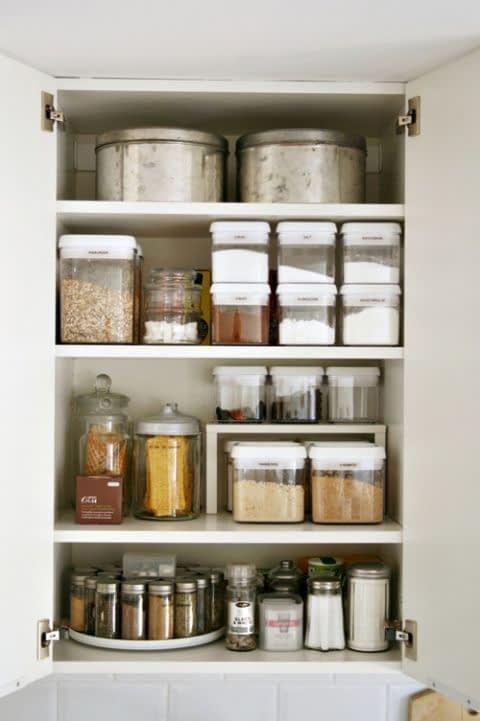 ظروف درب دار برای نگهداری از ادویه و مواد خشک