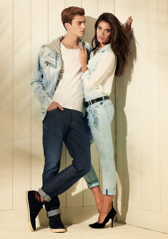 عکس دو نفره با لباس جین