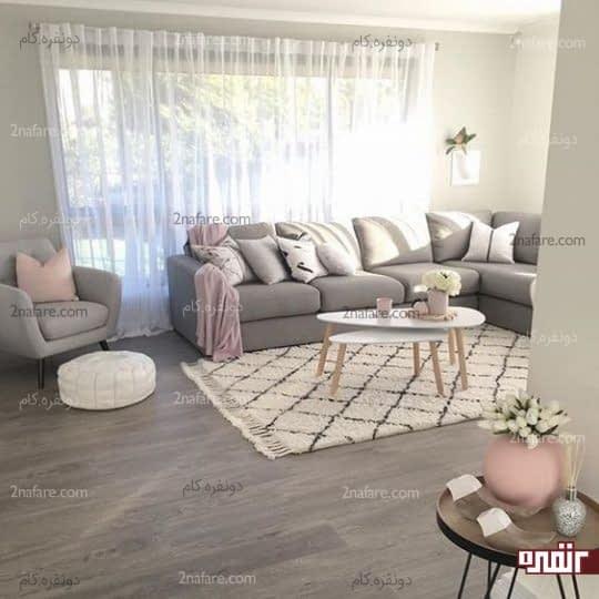 فرش بافت برجسته و کوسن های متنوع با رنگ های زیبا