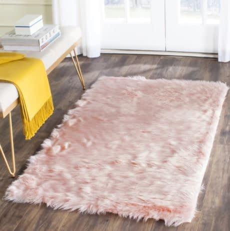 فرش خزدار صورتی برای ورودی خانه