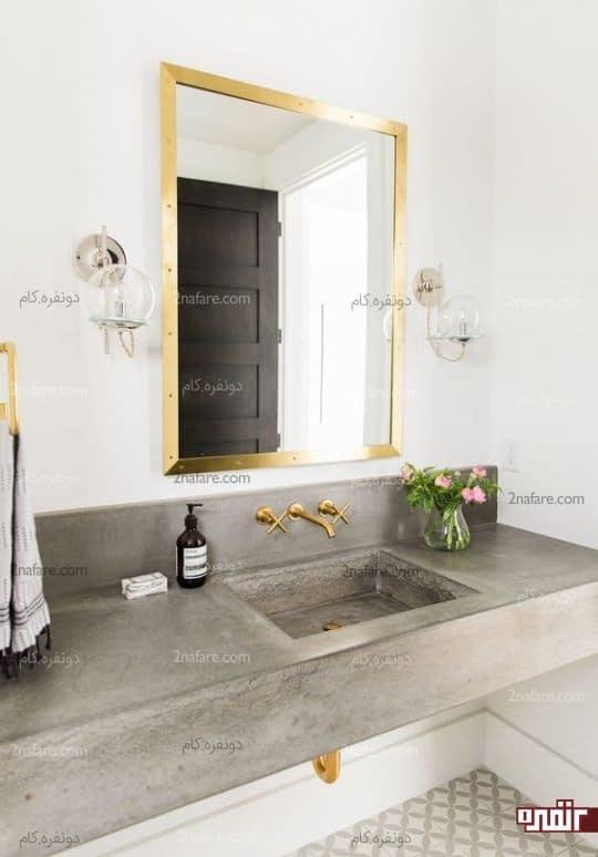 قاب آینه برنجی به همراه اکسسوریهای فلزی بعنوان بافت درخشان اتاق