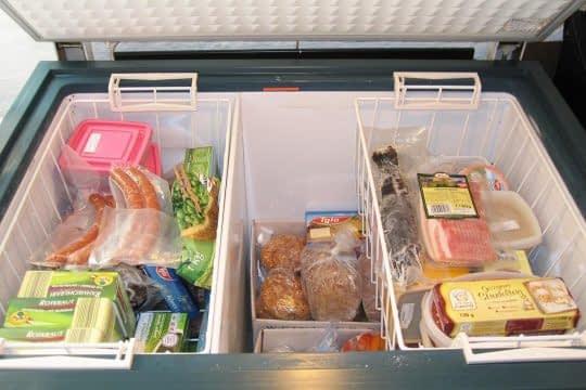 قرار ندادن مواد غذایی برای مدت طولانی در بیرون یخچال