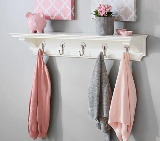قفسه های کلاسیک اتاق کودک برای آویز کردن لباس و نگهداری از لوازم