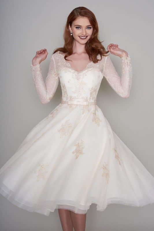 لباس عروس آستین بلند و دامن کوتاه