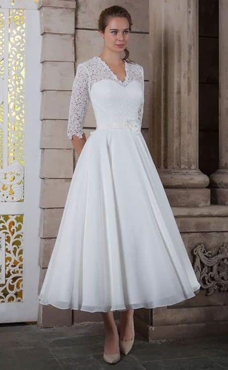 لباس عروس آستین دار با بالاتنه دانتل