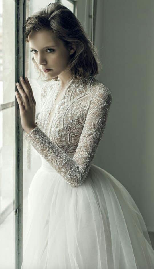 لباس عروس بالاتنه کار شده با آستین بلند