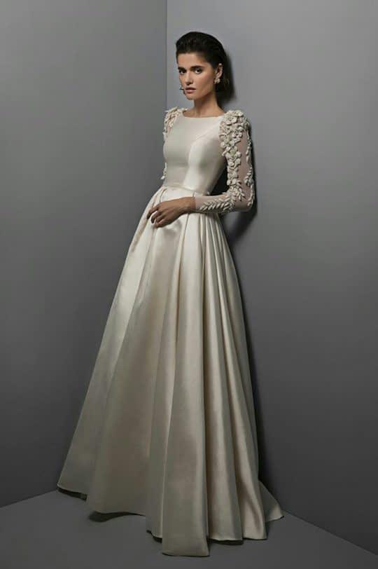 لباس عروس ساتن با آستین های کار شده ی بلند