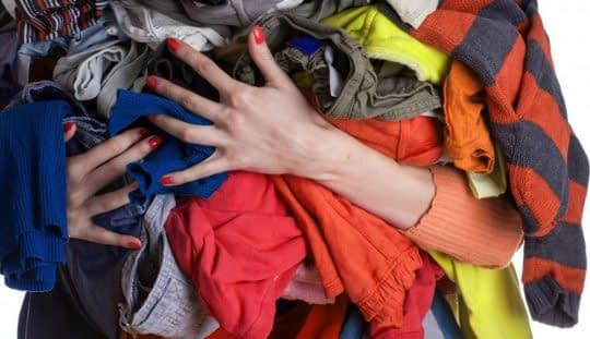 لباس های کهنه و بلااستفاده را جدا کنید
