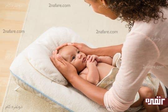 ماساژ سر و صورت نوزاد