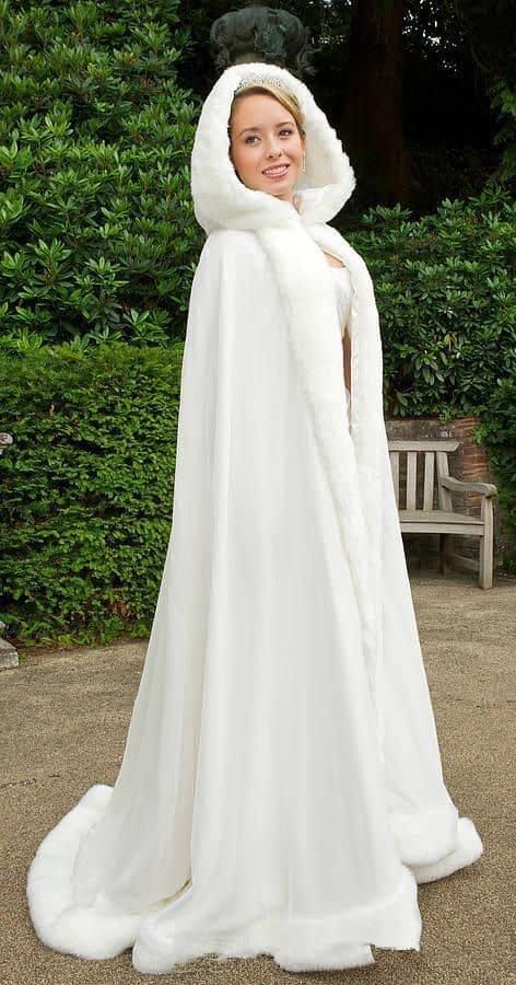 مدل شنل عروس زمستونه بلند و کلاه دار