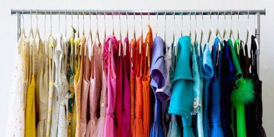 مرتب کردن لباس ها بر اساس رنگ