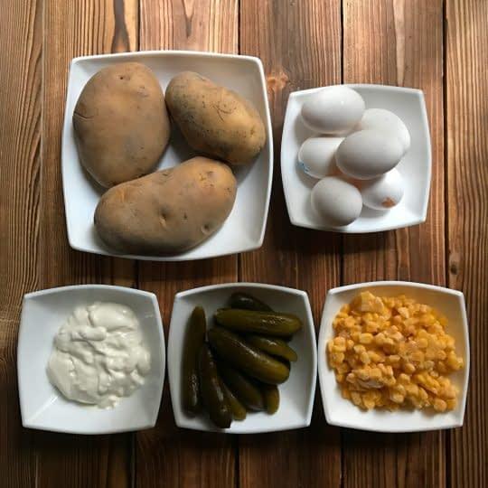 مواد لازم برای تهیه سالاد الویه بدون مرغ