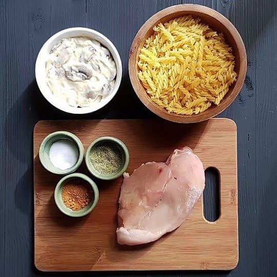 مواد لازم برای تهیه پاستا با سس قارچ