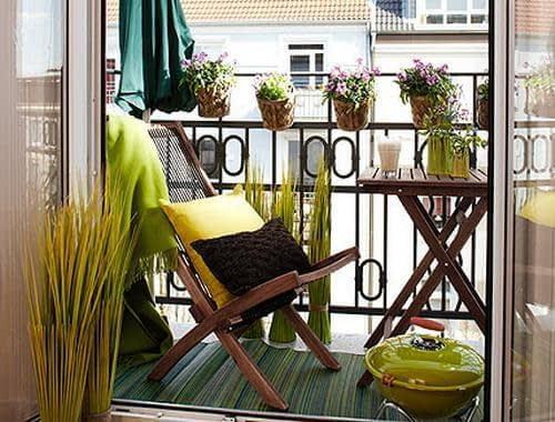 میز و صندلی های تاشو در بالکن های کوچک