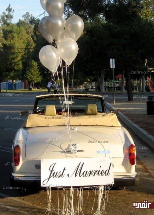 نصب بادکنک و تابلو برای تزیین ماشین عروس