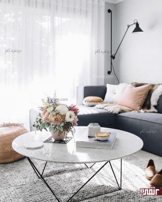 هارمونی فرش خاکستری رنگ در کنار مبلمان اتاق