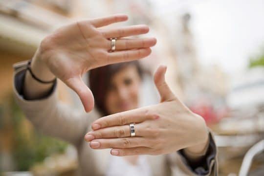 ژست با انگشتر