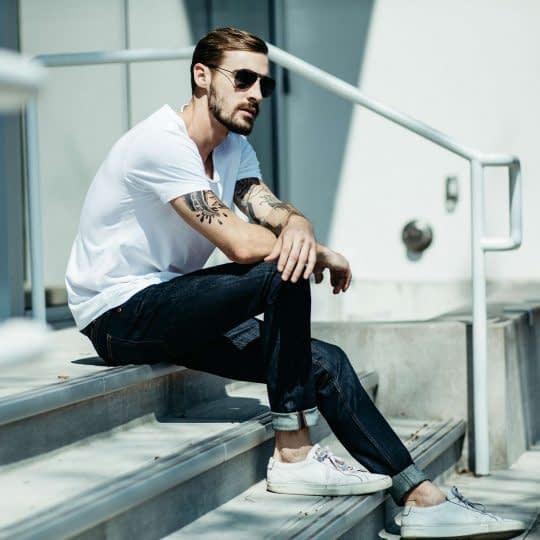 ژست عکی اسپرت روی پله