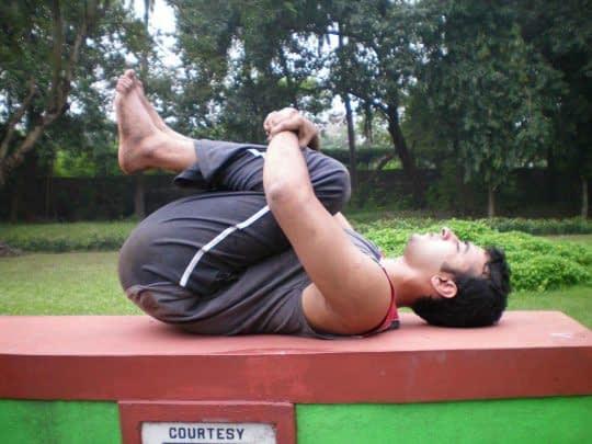کشش با جمع کردن عضلات