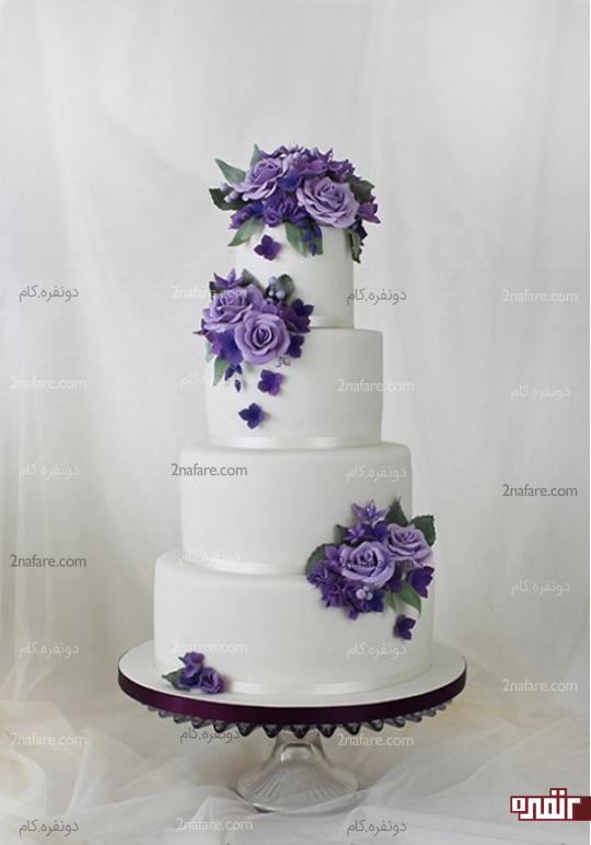 کیک عروسی با تزیین گلهای بنفش