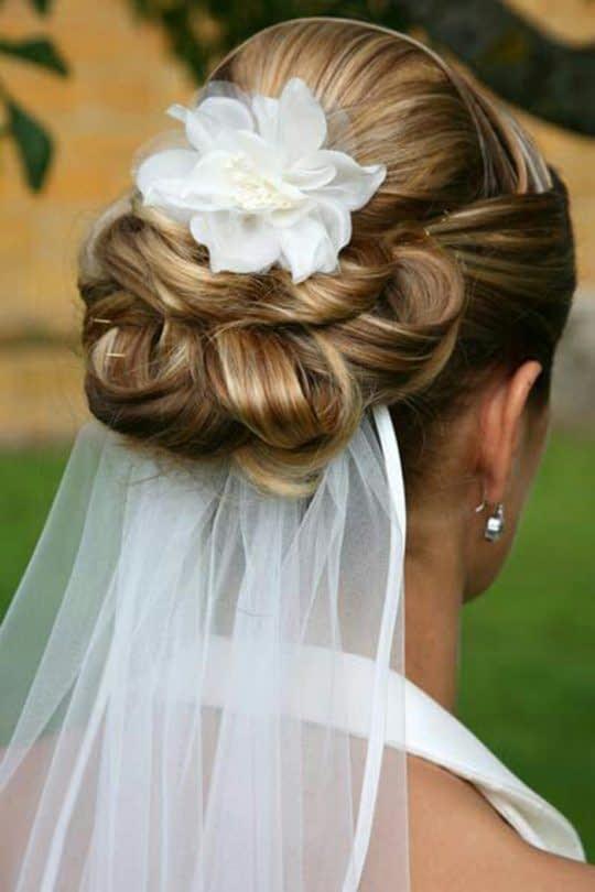 گل سر و تور زیر مو