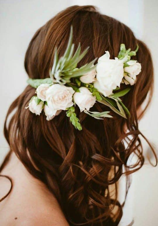 گل طبیعی با موهای باز عروس