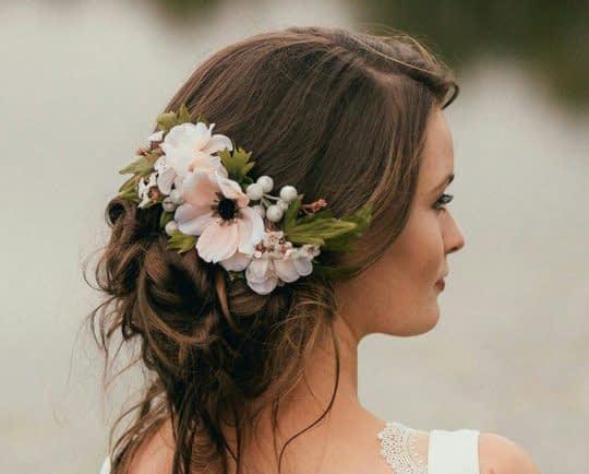 گل طبیعی صورتی برای مو عروس