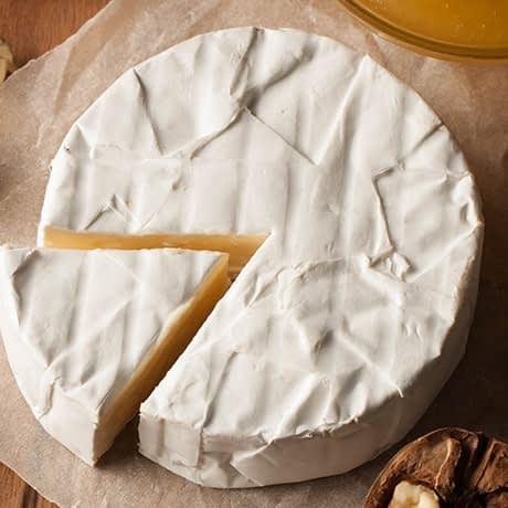 اجتناب از مصرف پنیر نرم در ماه اول بارداری