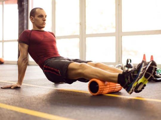 استفاده از غلتک فومی برای درمان گرفتگی عضلات