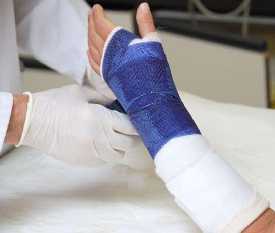 افزایش ریسک شکستگی استخوان به دلیل کمبود ویتامین D