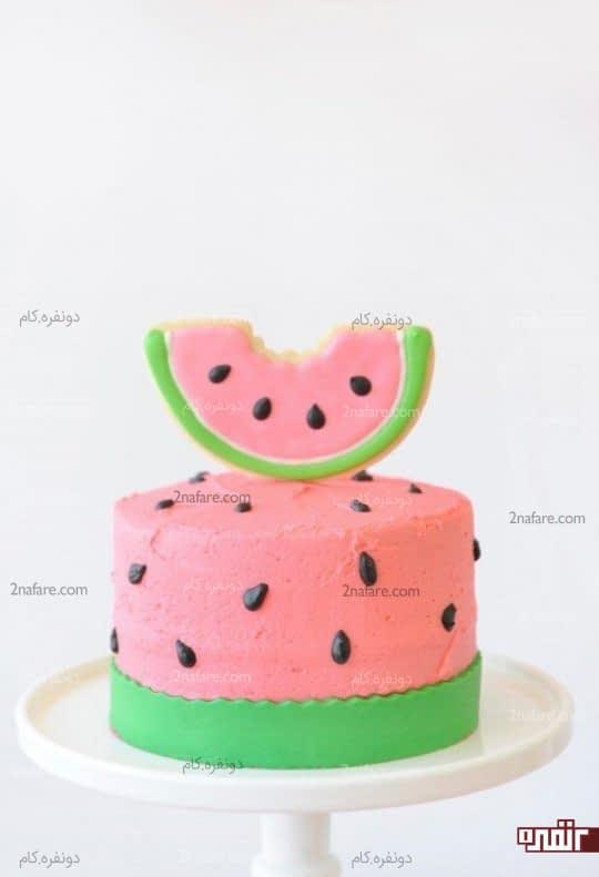 تزیین کیک با بیسکویت ِ رنگ شده با رویال آیسینگ با طرح قاچ هندوانه