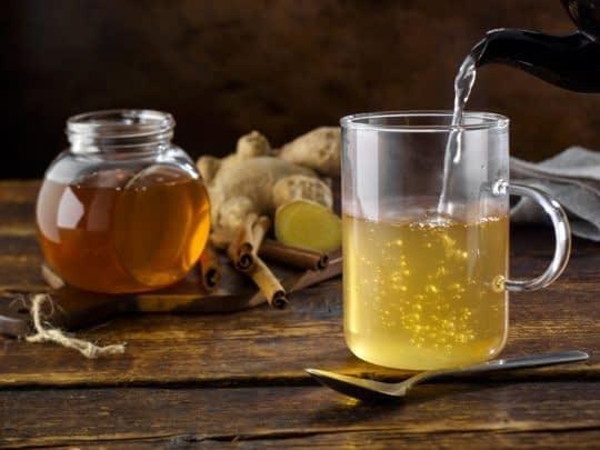 آب داغ آنزیم های عسل رو از بین میبرن