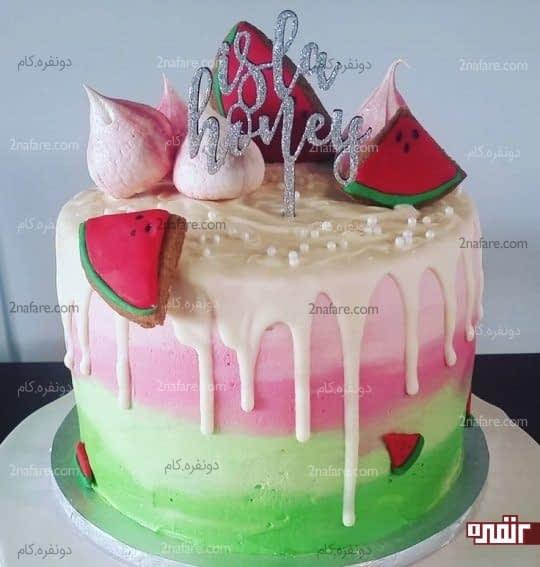 کیک تزیین شده با خامه و بیسکویت های هندوانه ای