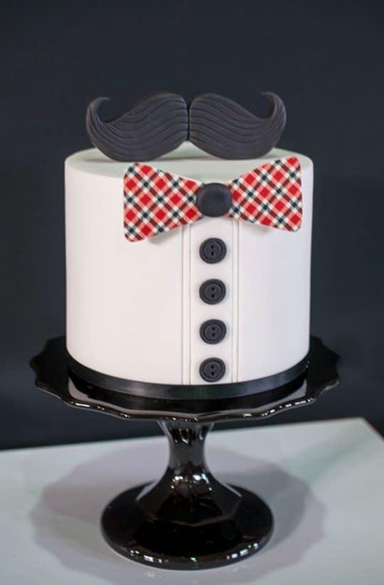مدل کیک تولد پسرونه با روکش و تزیینات فوندانت