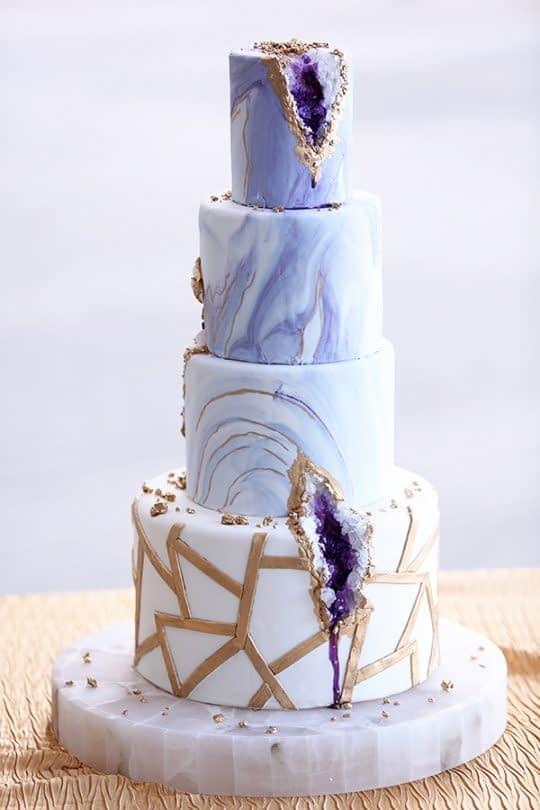 کیک عروسی بنفش