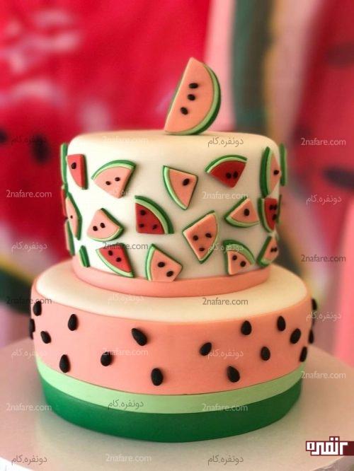 مدل کیک خاص تزیین شده با فوندانت مناسب شب یلدا