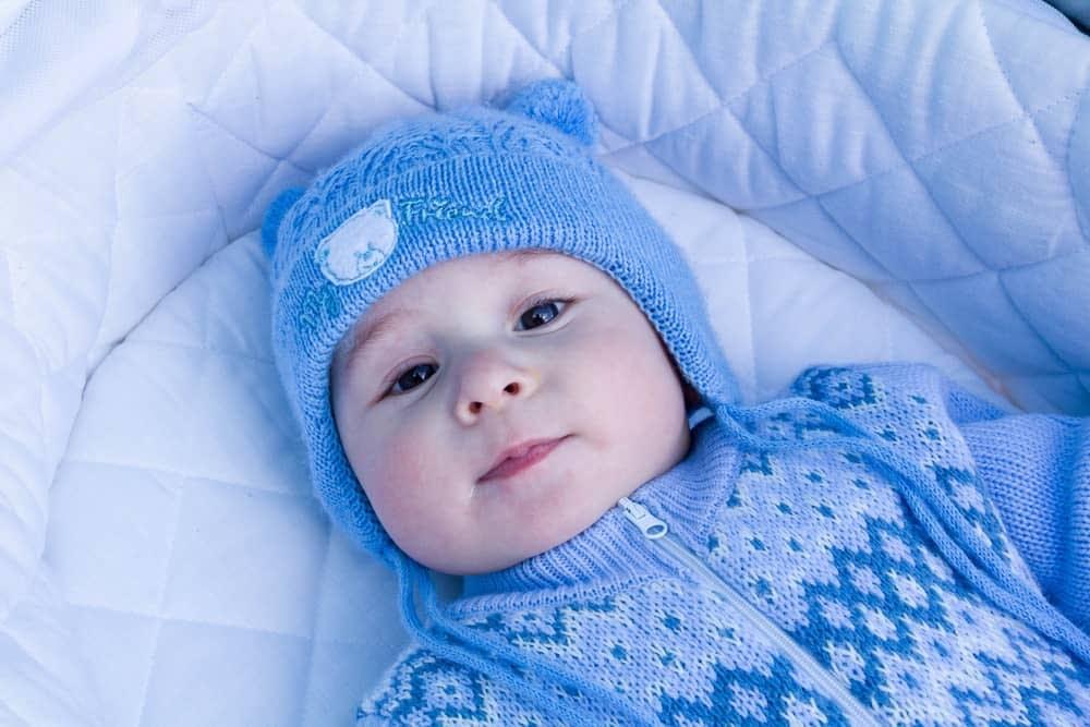 در روزهای سرد بدن نوزاد رو به خوبی بپوشونین
