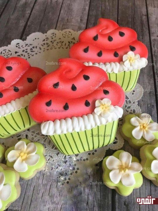 بیسکویت تزیین شده با رویال آیسینگ طرح کاپ کیک هندوانه