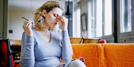 احساس خستگی مداوم یکی از دلایل کمبود ویتامین D