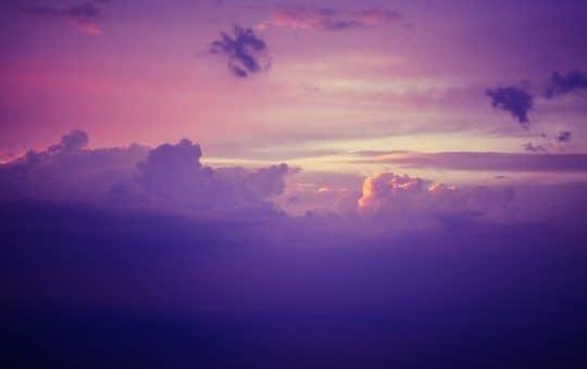 بنفش تیره الهام گرفته از آسمان شب