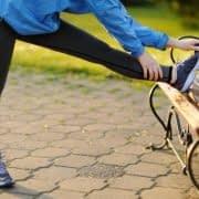 پیاده روی به همراه حرکات کششی ساده برای درمان گرفتگی عضلات