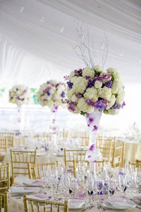استفاده از تن های روشن تر بنفش برای عروسی های بیرون از سالن