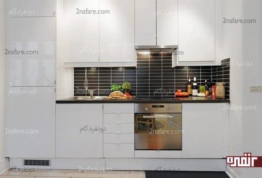آشپزخانه ای کوچک و خطی با سینک یک لگنه و بیشترین فضای ذخیره سازی