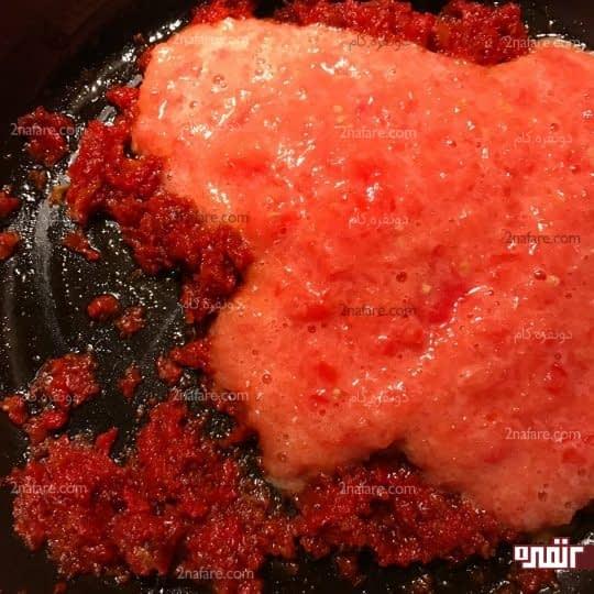 اضافه کردن آب گوجه فرنگی