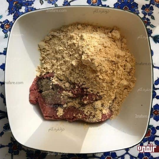 اضافه کردن آرد نخودچی