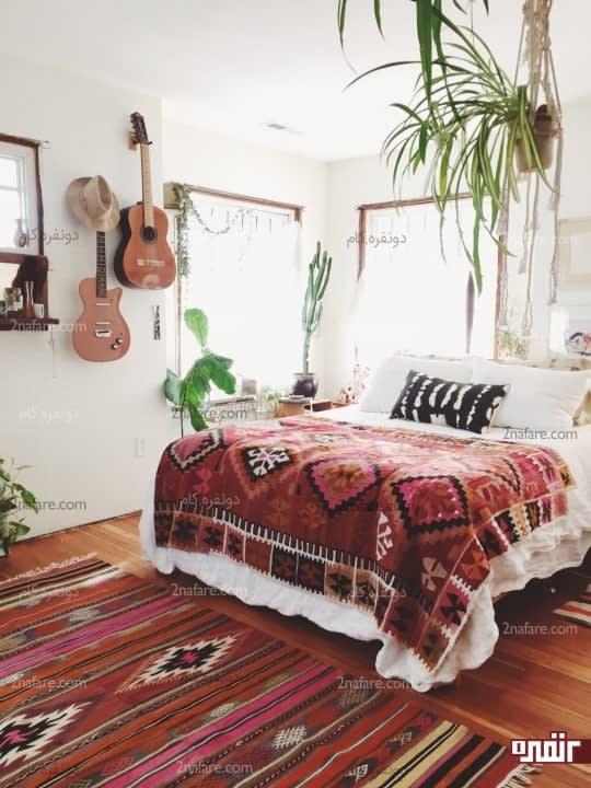 تزیین دیوارهای اتاق خواب با لوازم شخصی و مورد علاقه